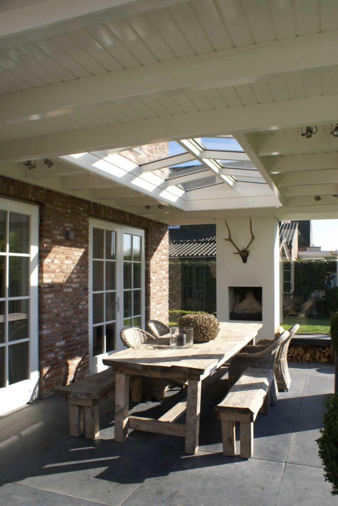 Klassiek-plafond-met-de-balken-in-het-zicht-gallery-img-2017-10-24-08-11-51